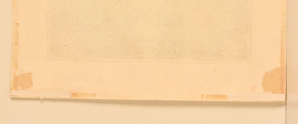 gravure avec traces d'anciennes colles